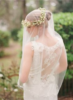 Simple white floral crown #white #floralcrown #veil