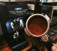 Nigdy nie przestajemy się doskonalić ! Teraz mamy jeszcze większe możliwości zważenia idealnego espresso dzięki nowemu młynkowi Mythos One  Ethiopia jest jak złoto!  #czytelnia #kawiarniaczytelnia #starebielany #warsaw #mythosone #brewing #espresso #espressomachine #coffeelover #coffee #ethiopia http://ift.tt/1VbgBi2