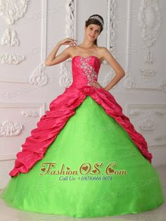 The best green quinceanera dresses & green sweet 16 dresses sale with newest style and affordable price. Shop the New Collection of green quince dresses at our quinceanera dress online store. Sweet Sixteen Dresses, Sweet 15 Dresses, Dresses Elegant, Amazing Dresses, Affordable Dresses, Purple Quinceanera Dresses, Prom Dresses, Dresses 2014, Quinceanera Party