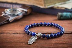 Taille des perles : 6mm Longueur de la plume : 30mm Un bracelet très élégant ce que vous pouvez combiner avec tous vos accessoires et les montres à tout moment. Ce bracelet est fait à la main et seront emballé dans une pochette naturel spécial et la boîte, prêt pour donné comme cadeau. Je n'utilise que des pierres soigneusement sélectionnés. Toutes les pierres précieuses sont uniques donc s'il vous plaît attendre quelques variations des pierres. Ils sont tous naturellement beau. Pour l...