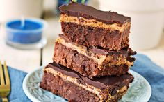 Mmm chocolate and peanut butter. A winning combination for sure especially in these decadent brownies! The post Buckeye Brownies [Vegan Gluten-Free] appeared first on Orchid Dessert. Raw Chocolate, Gluten Free Chocolate, Chocolate Recipes, Chocolate Brownies, Vegan Treats, Vegan Foods, Vegan Recipes, Healthy Treats, Free Recipes