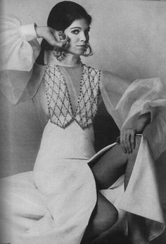 Vogue 1st April 1969 Ann Turkel Photo by Gianni Penati