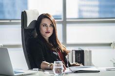 """Supergirl: Primer vistazo a Katie McGrath como Lena Luthor  """"La segunda temporada de la serie protagonizada por Melissa Benoist se estrena en CW el 10 de octubre. """" La segunda temporada de Super..."""