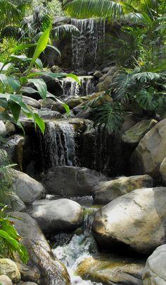The Best Stone Waterfalls Backyard Ideas – Pool Landscape Ideas Outdoor Water Features, Water Features In The Garden, Backyard Water Feature, Ponds Backyard, Backyard Waterfalls, Large Backyard, Landscape Design, Garden Design, Waterfall Features