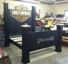 7.5' Harley Davidson bed.
