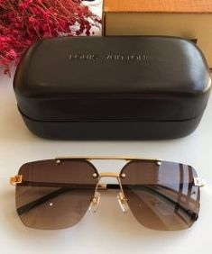 Affordable fake designer clothes from different designer brands. Supreme Brand, Louis Vuitton Bracelet, Gucci Brand, Girl With Sunglasses, Designer Clothing, New Product, Eyewear, Branding Design, Latest Trends