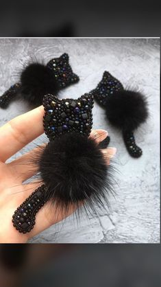 Bead Embroidery Tutorial, Bead Embroidery Jewelry, Beaded Embroidery, Diy Hair Bows, Diy Bow, Beaded Crafts, Jewelry Crafts, Diy Arts And Crafts, Felt Crafts