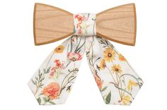 Get your very own Pae: a cute wooden bow tie for ladies that is made of cherry wood with charming flower pattern. Easy and light to wear for any occasion! Women Bow Tie, All Fashion, Flower Patterns, Personal Style, Wooden Bow, Bling, Bows, Elegant, Stylish