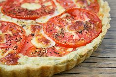 Fresh Tomato Tart with a Basil-Garlic Crust