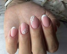 The advantage of the gel is that it allows you to enjoy your French manicure for a long time. There are four different ways to make a French manicure on gel nails. Love Nails, Pretty Nails, My Nails, Christmas Nail Designs, Christmas Nails, Nail Manicure, Nail Polish, Classic Nails, Bride Nails