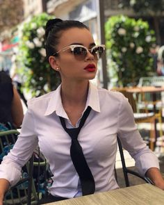 women wearing mens shirts button up ; women wear many hats quotes Collared Shirt Outfits, White Shirt Outfits, White Shirts, Sexy Outfits, Girl Outfits, Cute Outfits, Androgynous Fashion, Tomboy Fashion, Office Fashion