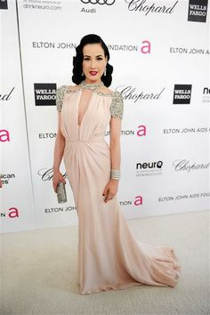 She's got the body of a '50s pinup girl and she even dresses like one too! At the 2012 Elton John Oscar Party, Dita Von Teese stepped out in this sultry Jenny Packham number that we can't stop drooling over. And we've also gotta say, we love that she looks sexy without trying too hard!RELATED: Celebs wearing trench coats