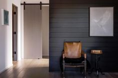 9 Exceptional Clever Tips: Wainscoting Stairwell Stairways simple wainscoting interior design.Black Wainscoting Bar oak wainscoting home.Wainscoting Living Room Tips. Midcentury Modern, Gray Shiplap, Wainscoting Styles, Painted Wainscoting, Black Wainscoting, Wainscoting Height, Wainscoting Panels, Painted Tiles, Painting Shiplap