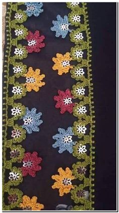 This Pin was discovered by HUZ Crochet Borders, Crochet Lace, Crochet Patterns, Saree Tassels, Lace Flowers, Diy And Crafts, Projects To Try, Embroidery, Holiday Decor