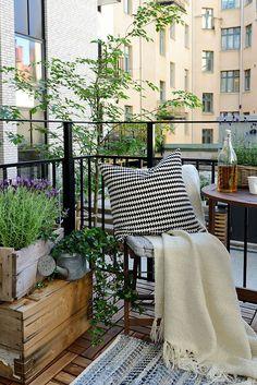 Sácale mucho partido a tu pequeño balcón | Decoración