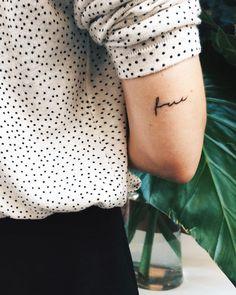 "1,041 tykkäystä, 21 kommenttia - Viktoria Dahlberg (@viktoria.dahlberg) Instagramissa: ""Details ⚡️ #tattoo #free #details #dots #nyc"""