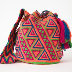 Wayuu Boho Bags with Crochet Patterns Tapestry Bag, Tapestry Crochet, Crochet Stitches, Knit Crochet, Crochet Patterns, Mochila Crochet, Crochet Purses, Crochet Bags, Boho Bags