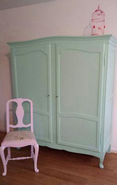 Mintgroene kledingkast, prachtig! Alles wordt naar wens beschilderd! www.happykidsart.nl Decor, Furniture, Brocante, Home Decor, Storage, Armoire