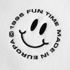 na / logos/marks Graphic Design Posters, Graphic Design Typography, Graphic Design Inspiration, Typography Logo, Graphisches Design, Logo Design, Smile Logo, Poster S, Logo Nasa