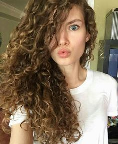 Hair, cachos, curly, cabelo More hair types Curly Hair 2c, 3a Hair, Ombre Curly Hair, Curly Hair Types, Brown Ombre Hair, Pretty Hairstyles, Braided Hairstyles, 1950s Hairstyles, Evening Hairstyles