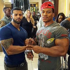I know, ain't they fionnnnnneee,. and those muscles...DAMN.  (CHECK out the lady in the background, the look on her face is DAMN, let me touch it)....LOL