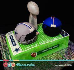 #MiercolesDeGaleria  NFL  ¿Te imaginas tu Super Bowl ideal? ¡Ahora es posible!  Un delicioso pastel de fondant para los amantes del football americano.  #catalogoRICORDO #pastel #fondant #fondantcake #football #americanfootball #futbolamericano #NFL #DallasCowboys #DenverBroncos #SuperBowl