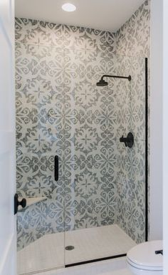 Awesome 90 Insane Rustic Farmhouse Shower Tile Remodel Ideas Source by richardrealtors Bathroom Renos, Bathroom Renovations, Small Bathroom, Bathroom Storage, Bathroom Showers, Gold Bathroom, Tiled Bathrooms, Bath Shower, Charcoal Bathroom