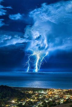0rient-express:   Lightning Strike over the Pacific | byCraig Hudson| Website.