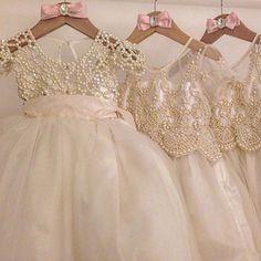 Nossos Dresses feito a mão pela nossa equipe de bordadeiras..Com todo carinho para nossas Princesses   www.atelieraleli.com.br Whatsap 19.99955.5500