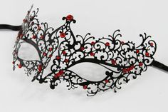 Hoi! Ik heb een geweldige listing op Etsy gevonden: https://www.etsy.com/nl/listing/184130152/zwarte-masquerade-masker-laser-gesneden