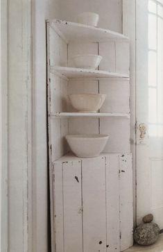 Easy Rustic Corner Shelf