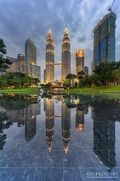 Фотограф Tran Minh Dung (Dzung Tran) - Petronas tower in reflection Kuala Lampur, Dubai, Petronas Towers, Malaysia Travel, Beautiful Places To Visit, The Good Place, Cool Pictures, City Photo, Bucket List Travel