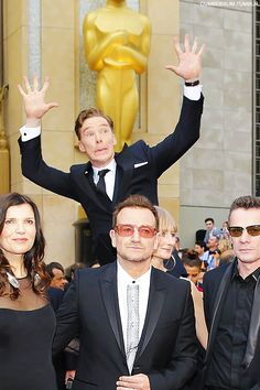 BEST photobomb of #Oscars2014 goes to Benedict CumberbatchC