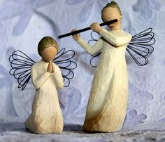 Willow Tree Angels- Ever since I was given my first one as a gift from a previous boss, I have loved thses! Willow Figurines, Willow Tree Figures, Willow Tree Angels, Tree People, Willow Wood, Beautiful Artwork, Beautiful Things, Angelic Pretty, Guardian Angels