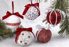 Wenig Zeit zum Basteln? Wir zeigen Dir, wie man in kurzer Zeit diese schönen Weihnachtskugeln selber machen kann. Du brauchst: Styroporkugel, Knöpfe, Stecknadeln, Blumenstanzer, Satinband, Stoff und Papier. Die Videoanleitung steht auf der letzten Seite.