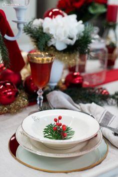 Weihnachtsdekoration, Weihnachtsdeko,  Weihnachtskränze, Weihnachtskerzen,  Tischdeko  Ideen, Tischdeko Weihnachte, Tischdekoration Weihnachten, Weihnachtstisch, Weinachten  Deko Ideen, Winterrezepte, festliches Geschirr,  funkelnder Weihnachtstisch, rote und weiße  Tischdeko, Weihnachtsdekoration rot, Christmas decoration, red decoration,  Christmas recipes ideas, Christmas wreath, table decoration christmas Decoration Christmas, Decoration Table, Dinner Table, Place Settings, Ethnic Recipes, Crafts, Furniture, Home Decor, Holiday Tree