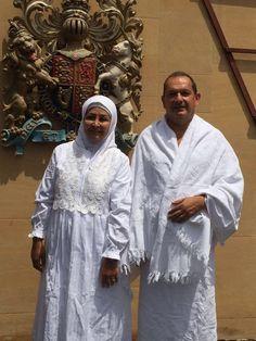 Duta besar Inggris untuk Arab Saudi masuk Islam dan melakukan ibadah haji  RIYADH (Arrahmah.com) - Simon Collis duta besar Inggris untuk Arab Saudi telah melakukan ibadah haji setelah masuk Islam.  Diplomat itu terlihat berfoto dengan istrinya dengan mengenakan pakaian haji.  Collis telah menjadi duta besar Inggris di Riyadh ibukota kerajaan Arab Saudi sejak 2015. Dia adalah duta besar Inggris pertama yang melaksanakan ibadah haji.  Ia menikah dengan Huda al-Mujarkech seorang Muslimah asal…