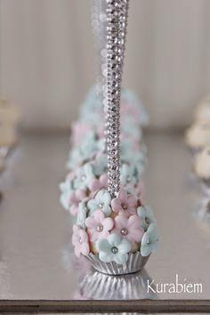 Wedding cakepops, engagement cakepops, flower cakepops