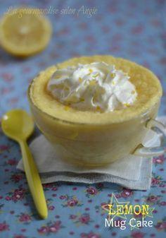 Lemon mug cake (le réconfort prêt en 5 min ^^) ☆ Pear Recipes, Mug Recipes, Easy Cake Recipes, Cupcake Recipes, Lemon And Coconut Cake, Lemon Mug Cake, Vanilla Cake, Microwave Cake, Microwave Recipes