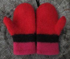 Joulupunaiset lapaset Gloves, Winter, Winter Time, Mittens