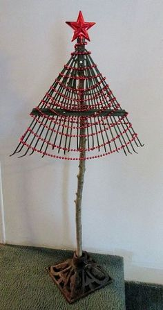 Hometalk :: Make a Christmas Tree From a Rake