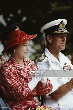 queen-elizabeth-ii-and-prince-philip-during-a-visit-to-the-pacific-picture-id141661591