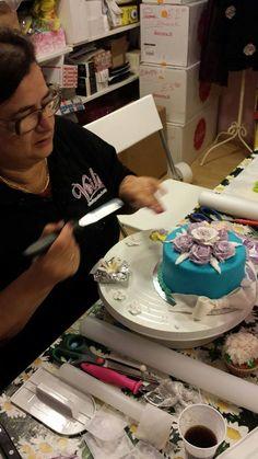 come decorare una torta in pdz con i soggetti creati durante il corso