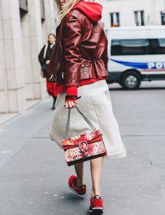 Rouge + bordeaux = le bon mix (sac Gucci - photo Collage Vintage)