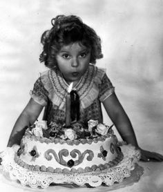 Pictures of Shirley Temple 1936 First Birthday Pictures, Twin First Birthday, Birthday Cake, Birthday Images, Birthday Banners, Temple Movie, Shirly Temple, Happy Birthday Vintage, Old Movie Stars