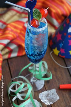 Blue Curacao, Hurricane Glass, Martini, Food And Drink, Smoothie, Drinks, Tableware, Gastronomia, Recipes