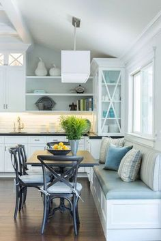 35 ideas for storage bench seating small spaces kitchen banquette Banquette Seating In Kitchen, Kitchen Table Bench, Small Kitchen Tables, Corner Seating, Cafe Seating, Dining Room Bench, Dining Nook, Kitchen Nook, Small Dining