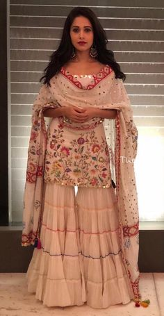 Such a beautiful dress - Salvabrani Indian Wedding Outfits, Pakistani Outfits, Indian Outfits, Sarara Dress, Gharara Designs, Indian Designer Suits, Party Wear Dresses, Pakistani Bridal, Indian Attire