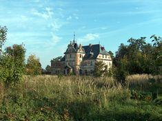 Pałac w Obórkach wzniesiony w 1888 r. dla rodziny Pheil. Inna źródła podają, że od 1824 r. właścicielami majątku w Obórkach była rodzina von Müller.  W 1912 r. posiadłością zarządzały Panie Gertruda von Müller z domu Winkler i Margarethe von Müller z domu Winkler. W latach 1921-1939 majątkiem zarządzał Hans Herbert von Müller. Po 1945 r. posiadłość została znacjonalizowana i przekazana Państwowemu Gospodarstwu Rolnemu. Obecnie pałac w Obórkach jest własnością prywatną.