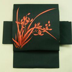 Black nagoya obi / 気軽なお洒落に 黒塩瀬地 朱色の蘭の花 お太鼓柄名古屋帯